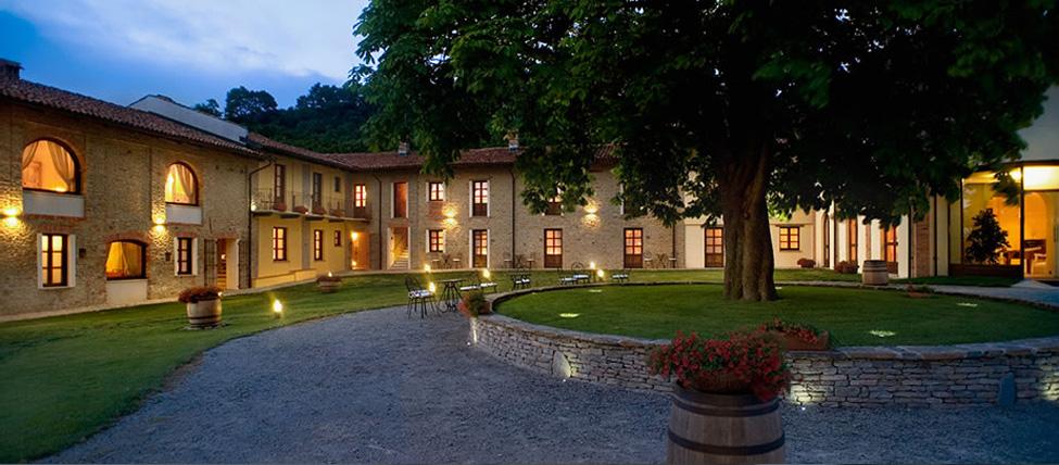 Hotel relais montemarino hotel in piemonte alba - Agriturismo con piscina langhe ...